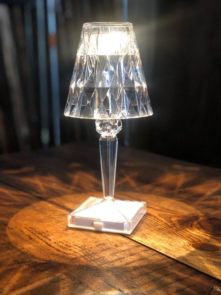 Norbord udlejer flotte batteridrevet bordlamper fra Kartell